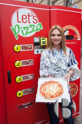 """Достоинство новых пиццематов - скорость, эксклюзивность и отсутствие замороженных полуфабрикатов и """"человеческого фактора"""" при готовке."""