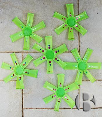 елочные игрушки из одноразовых стаканчиков