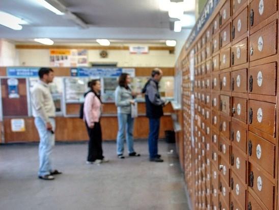 Почта России продает Сникерсы