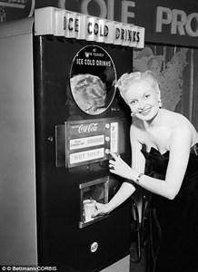 Один из первых автоматов Кока-Колы от 20 мая 2015 г.