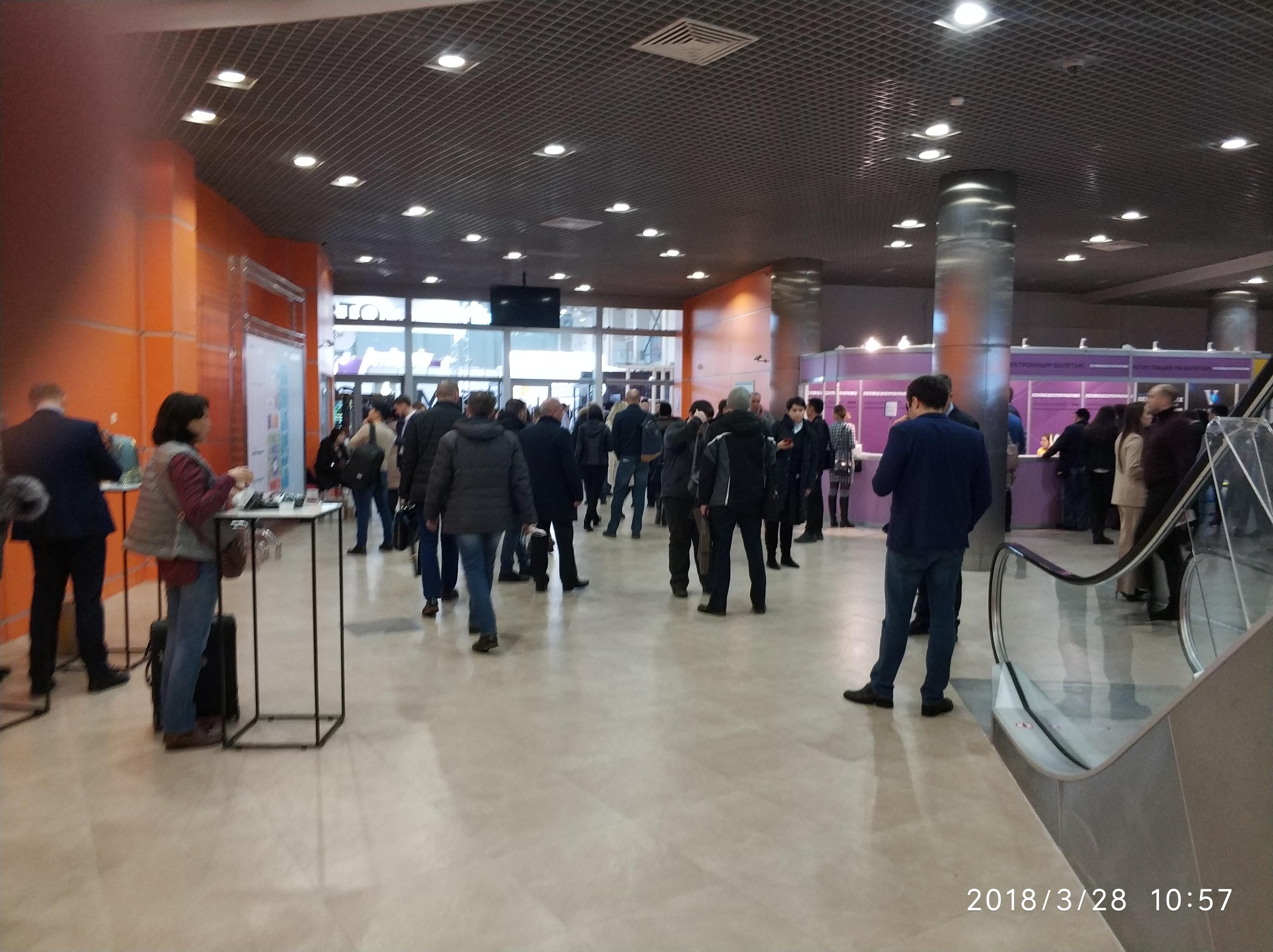 Народ устремился к стендам от 28.03.2018 13:00:00